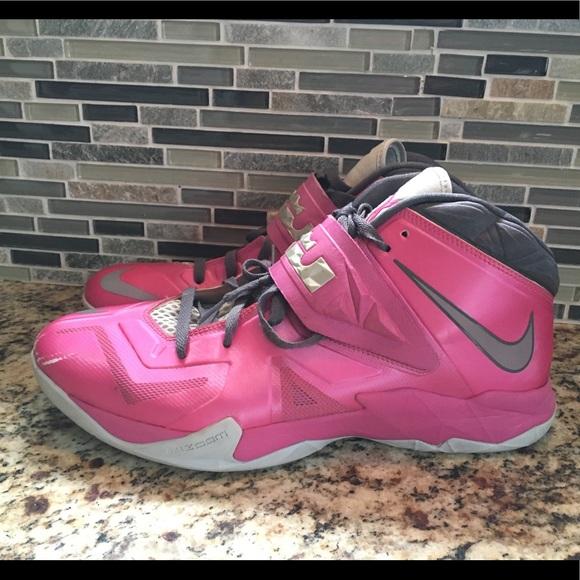 big sale 8e66b dc5ab Nike Lebron James Breast Cancer Edition. M 5a64ef093b1608b0ba2ca640